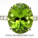 Stunning Peridot ring in 18ct white gold